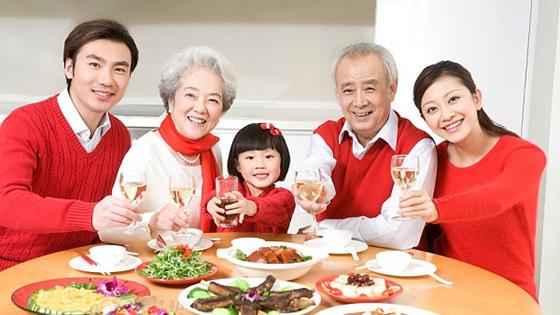 Gia đình hạnh phúc mùa vu lan